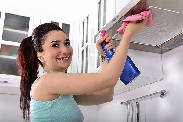 la importancia de limpiar la campana extractora de la cocina
