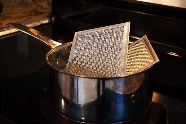 limpiar el filtro de la campana con bicarbonato