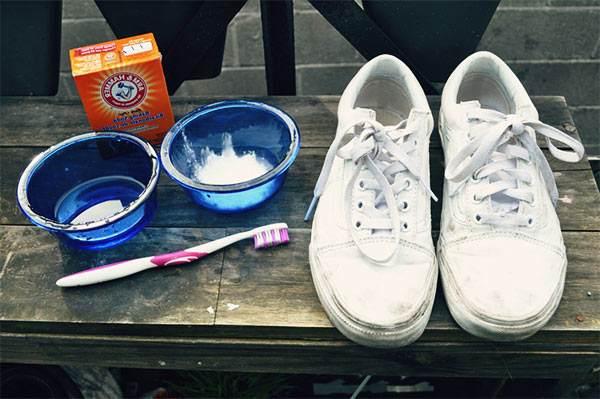 limpiar zapatillas blancas con bicarbonato