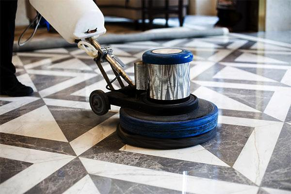 pulir un suelo de marmol