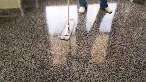 consejos para limpiar un suelo de terrazo
