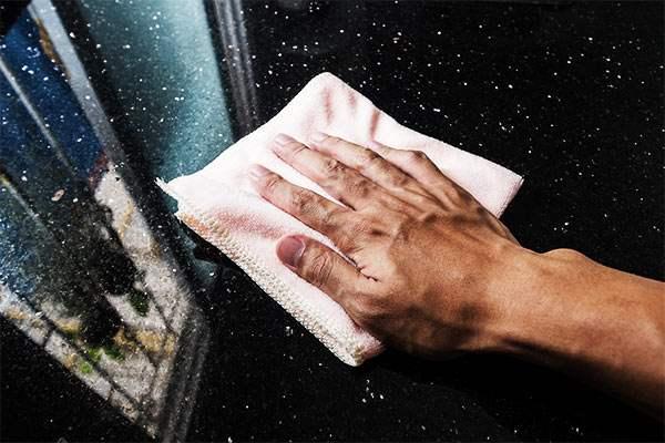 secar un suelo de marmol