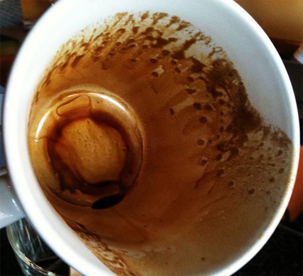 quitar manchas de café en porcelana