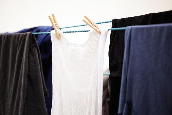 quitar manchas amarillas de ropa blanca