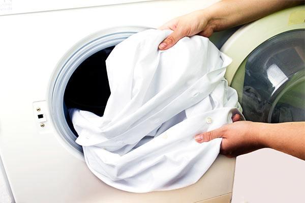 quitar manchas amarillas en la lavadora