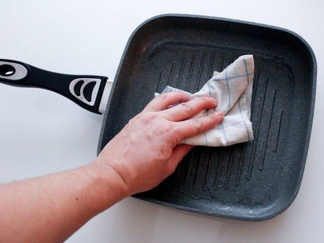 limpiar sartenes muy sucias
