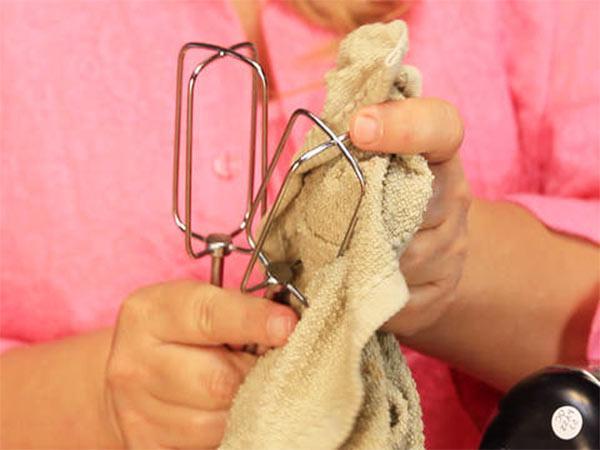 limpiar varillas de batidora