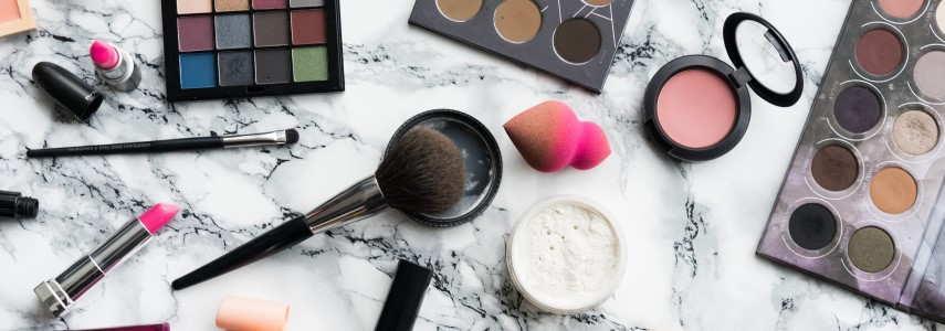 Cómo Quitar Manchas De Maquillaje En La Ropa