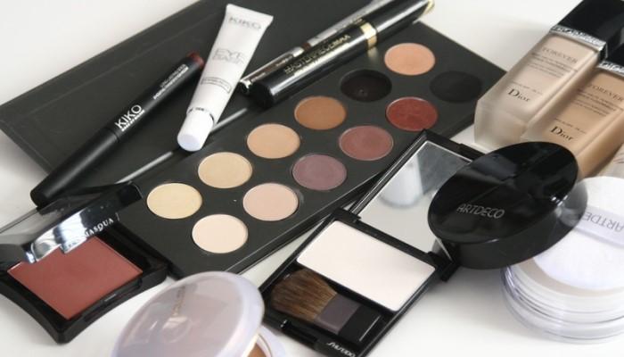 Eliminar el maquillaje de la ropa