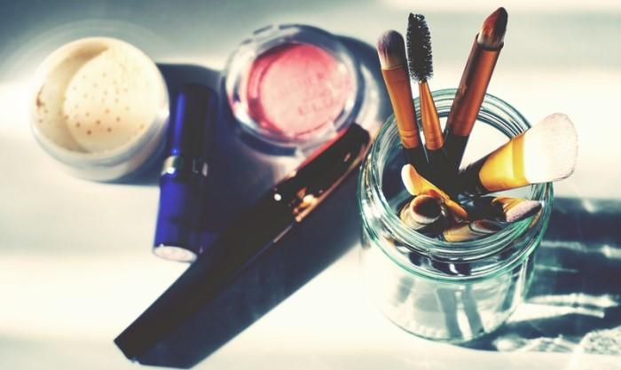 Quitar manchas de maquillaje de la ropa